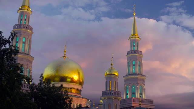 窓に夕日の反射 - モスク点の映像素材/bロール