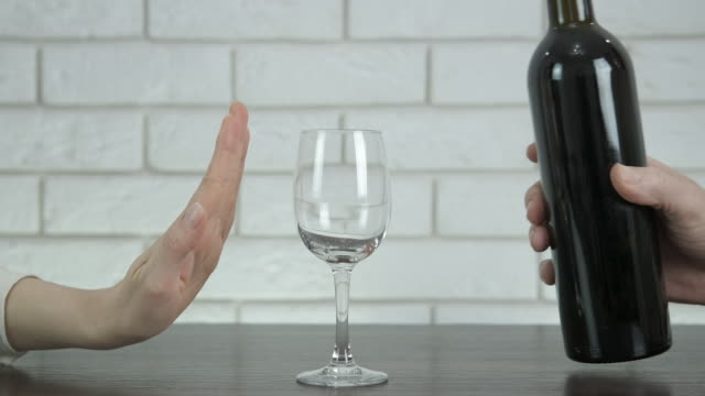 vägra dricka. - alkohol bildbanksvideor och videomaterial från bakom kulisserna