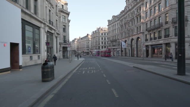 regent street london at dusk devoid of people and traffic - lockdown filmów i materiałów b-roll