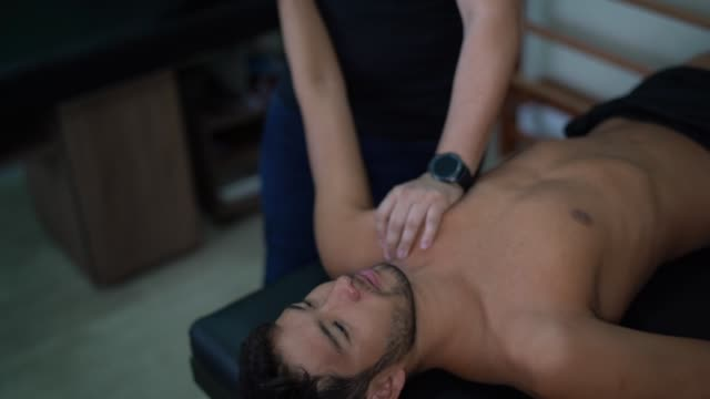 Rehabilitation nach Schulterverletzung – Video