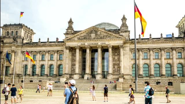 vídeos y material grabado en eventos de stock de reichstag building-berlín 2014-dslr hiperlapso - berlín