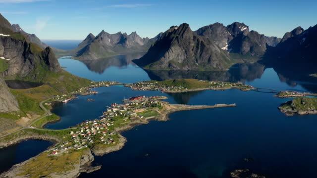 vídeos de stock e filmes b-roll de reine lofoten is an archipelago in the county of nordland, norway. - reine