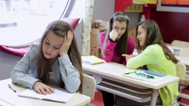 vídeos de stock e filmes b-roll de rejected schoolgirl - ameaça