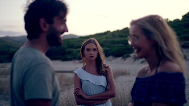relationship crisis. jealousy - rivalità video stock e b–roll