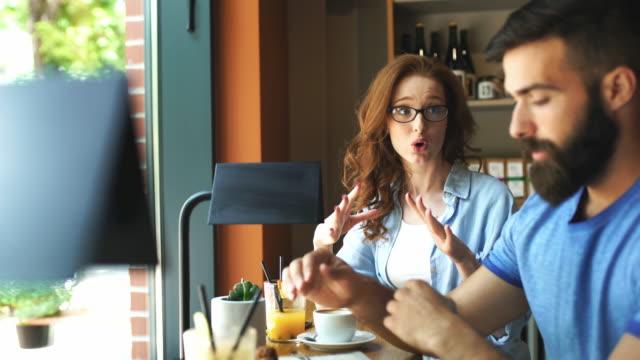 probleme in beziehungen. - heterosexuelles paar stock-videos und b-roll-filmmaterial