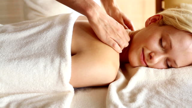 relaxation like this is worth every cent! - massage 個影片檔及 b 捲影像
