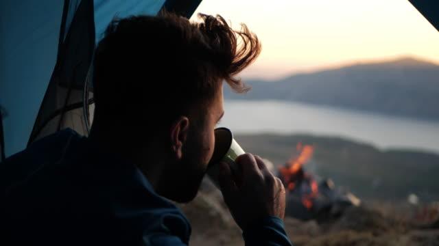 vidéos et rushes de relaxant - camping