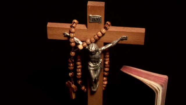 stockvideo's en b-roll-footage met - religion - heilig geschrift