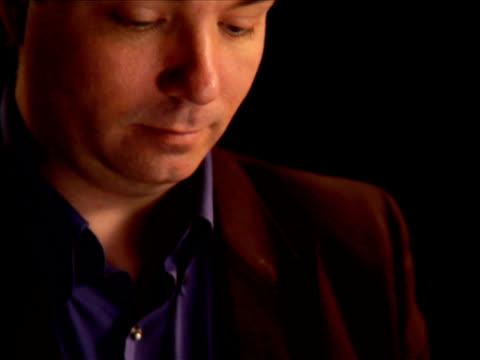pal - religious man reads - bir orta yetişkin erkek sadece stok videoları ve detay görüntü çekimi