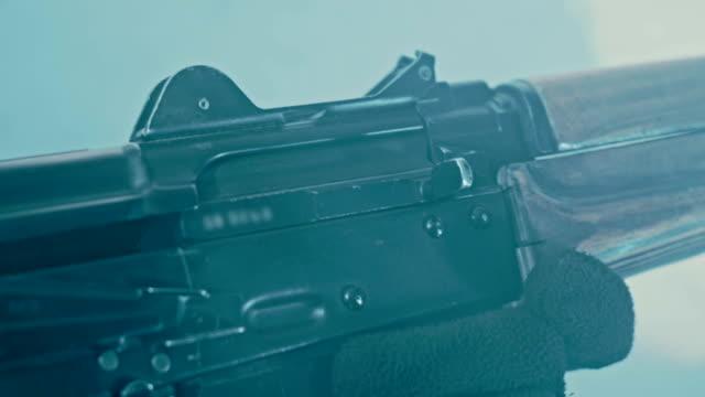 Removing fuse ak 47. Reloading assault kalashnikov rifle video