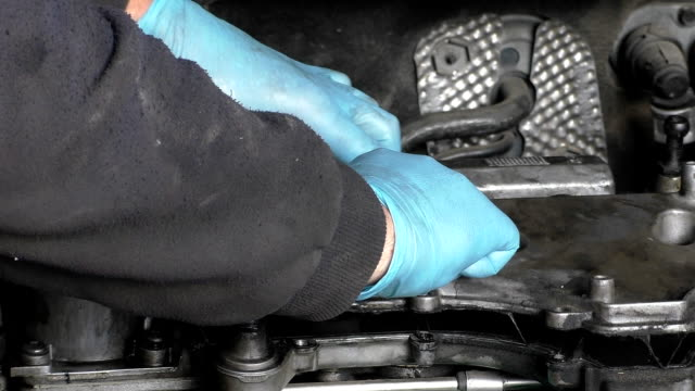 Removing intake manifold upper section video