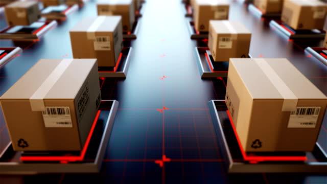 vídeos de stock, filmes e b-roll de 4 pacotes de renderização 3d k são transportados em configurações de alta tecnologia, compras online, o conceito de gestão logística automático. - correio correspondência