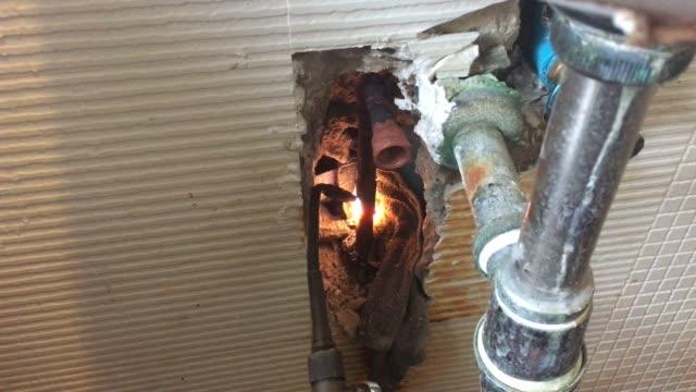 Repairing a hot water copper pipe video