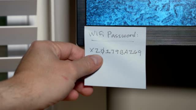 簡単なもの wifi パスワードを複雑な交換 - パスワード点の映像素材/bロール