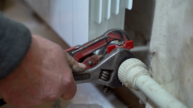 Replacing of old hot water radiator with new video