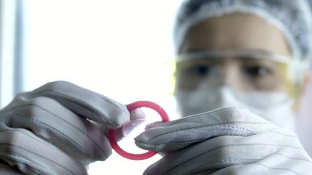 research and labratory - guanto indumento sportivo protettivo video stock e b–roll