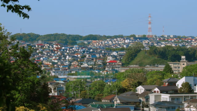 zona residenziale nella periferia di yokohama - flora lussureggiante video stock e b–roll