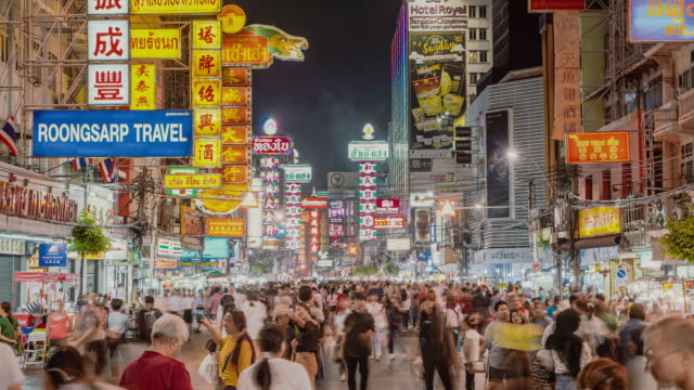 4k çözünürlük time lapse kalabalık insanlar chinatown yaowarat alışveriş, bangkok tayland, gece pazarı sokak famous place, bangkok tayland turistik dönüm noktası, asya şehir yaşam tarzı - bangkok stok videoları ve detay görüntü çekimi