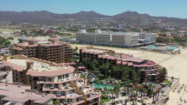 vídeos de stock, filmes e b-roll de resorts em cabo san lucas méxico - estação turística