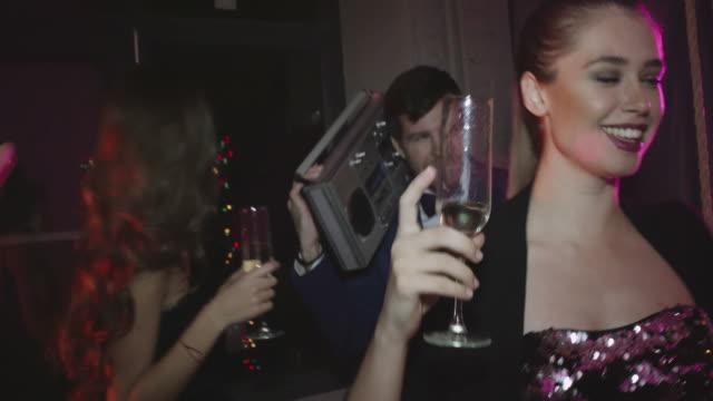 vidéos et rushes de rétro disco - soirées habillées