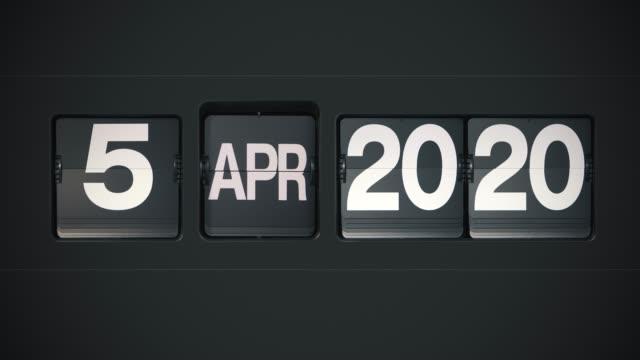 retro flip calendar - full year 2020 - miesiąc filmów i materiałów b-roll
