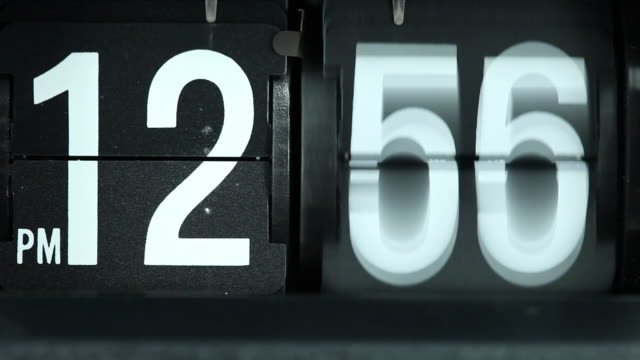 stockvideo's en b-roll-footage met retro flip clock spinning rapidly - klok