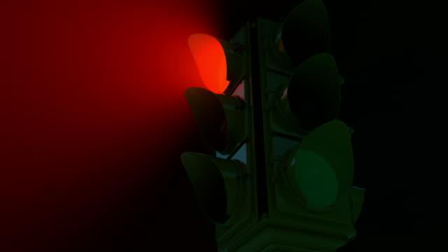 stockvideo's en b-roll-footage met retro verkeerslichten tijdens de donkere, mistige nacht, mysterieuze road, kruispunt - mist donker auto