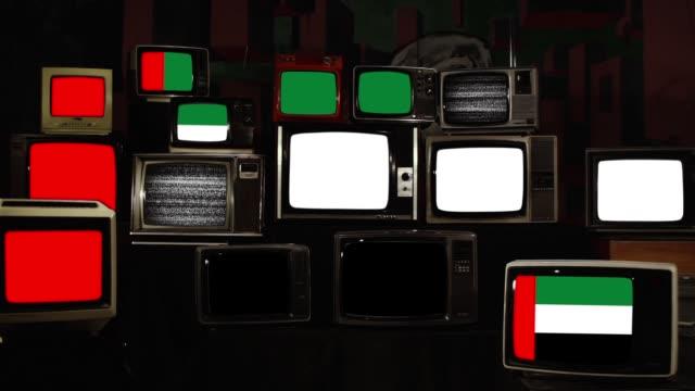 retro tvs and flag of the united arab emirates. - uae flag стоковые видео и кадры b-roll