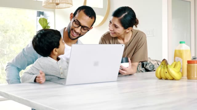 A returning female soldier enjoys time with her family A preschool age boy and his dad show the boy's mom something on a laptop after the woman's return home from military service. military lifestyle stock videos & royalty-free footage