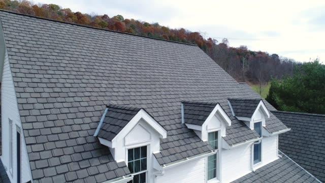 omvänd flygfoto över husets bältros - roof farm bildbanksvideor och videomaterial från bakom kulisserna