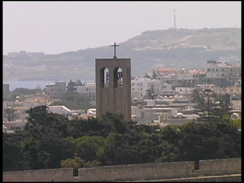 rhodos, griechenland: christian church und die stadt - religiöses symbol stock-videos und b-roll-filmmaterial