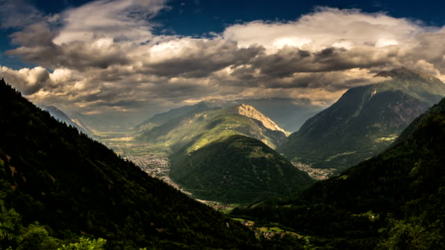 stockvideo's en b-roll-footage met rhone alpen valley forest zwitserland wolken time lapse - wallis