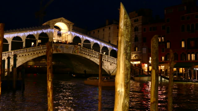 4K Rialto bridge at night, Venice, Italy video
