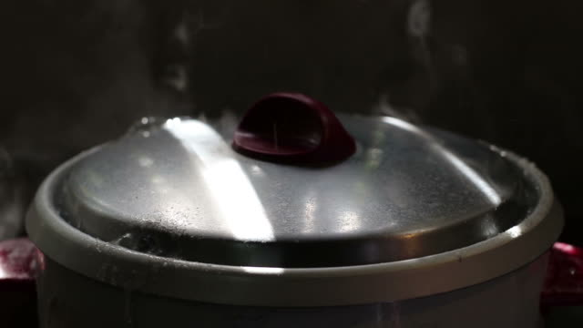 rice cooker lid boiling water. - coperchio video stock e b–roll