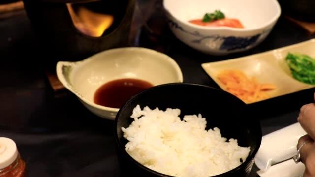 vídeos de stock, filmes e b-roll de farinha de arroz e furikake - comida feita em casa