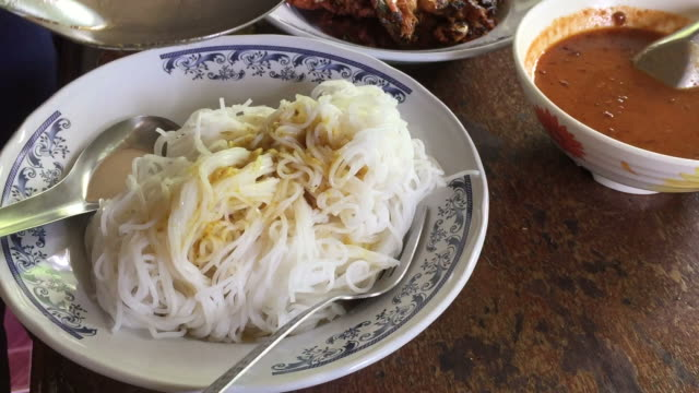 Rice noodles in fish curry sauce video