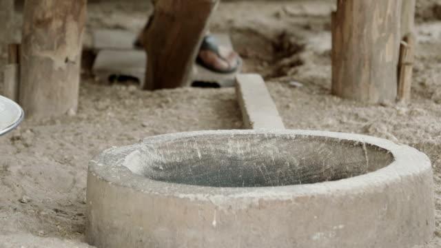 ris bultande med forntida metoder - forntida bildbanksvideor och videomaterial från bakom kulisserna