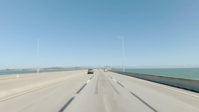 richmond bridge ix synkroniserade serie framsidan körning process skylt - bilperspektiv bildbanksvideor och videomaterial från bakom kulisserna