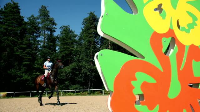 hd wide: riding a horse in nature - hästhoppning bildbanksvideor och videomaterial från bakom kulisserna