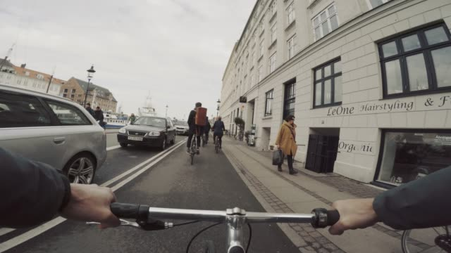 pov riding a urban road city bicycle in copenhagen - veicolo a due ruote video stock e b–roll