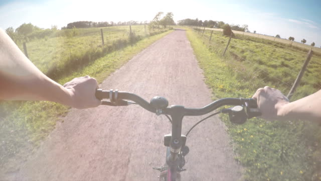 cykla på landsbygden grusväg - summer sweden bildbanksvideor och videomaterial från bakom kulisserna