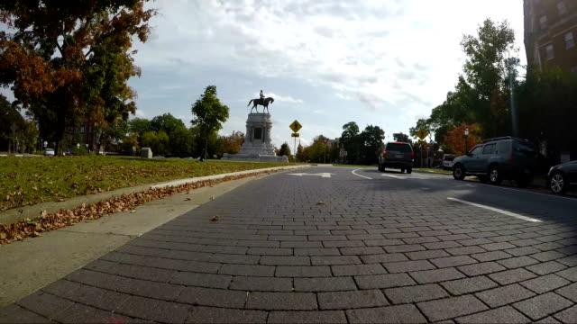 vidéos et rushes de monument avenue tour d'équitation sur - avenue