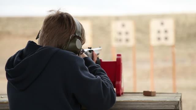 винтовка фотосъемка - стрелять стоковые видео и кадры b-roll