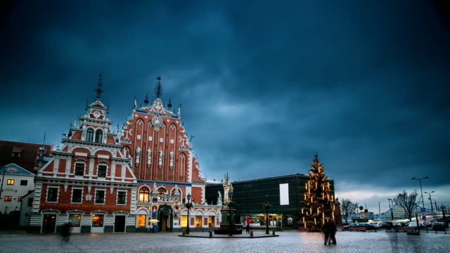 riga, latvia. time lapse timelapse time-lapse of town hall square, popular place with famous landmarks on it in bright illumination in winter twilight. new year, christmas holidays - estonia filmów i materiałów b-roll