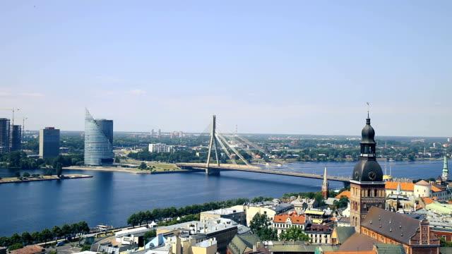 vídeos de stock e filmes b-roll de riga old town, beautiful view over the city - letónia