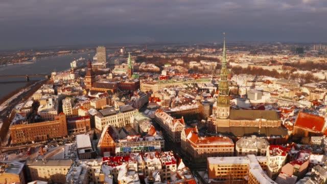 리가 올드 타운 겨울 크리스마스 날 - 라트비아 스톡 비디오 및 b-롤 화면