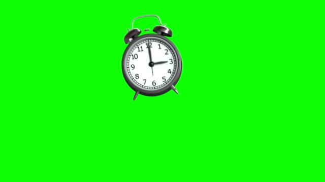 ringmärkning och studsande väckarklocka. 3d-animering. grön bakgrund. loop animation - alarm clock bildbanksvideor och videomaterial från bakom kulisserna