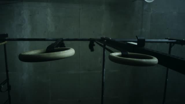 Ringe im Fitness-Studio – Video