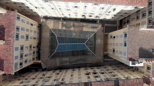 stockvideo's en b-roll-footage met rising abstract shot van het centrum van residentiële appartementen in de europese stad. - marseille