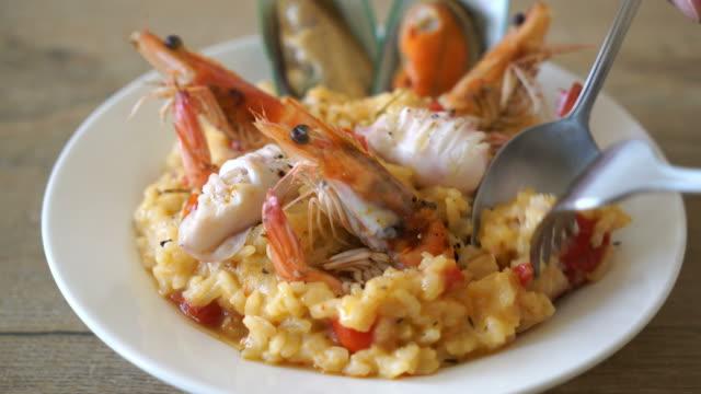 vídeos y material grabado en eventos de stock de risotto con mariscos - pescado y mariscos